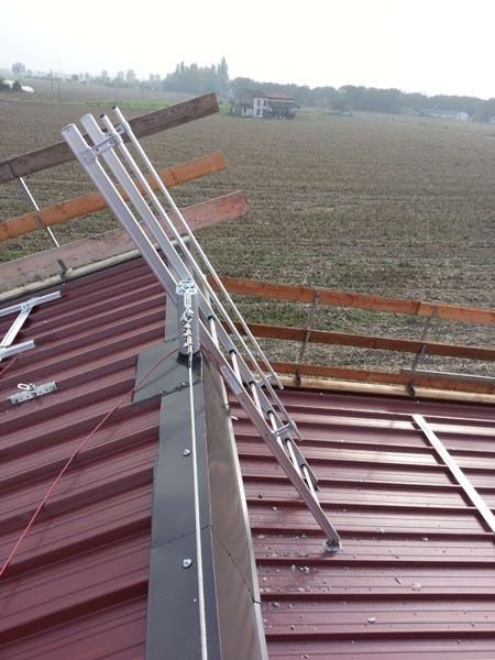 Installazione linea vita su copertura capannone