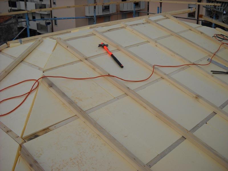 copertura del tetto in legno ventilato