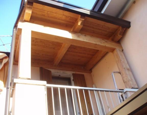 Costruzione di tettoie in legno per terrazzi