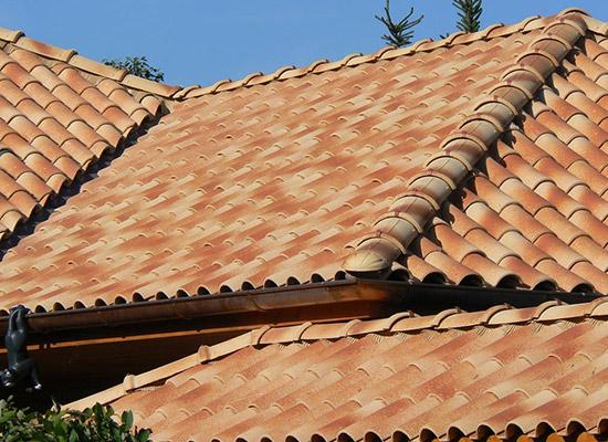 I tetti in coppi definiscono la casa