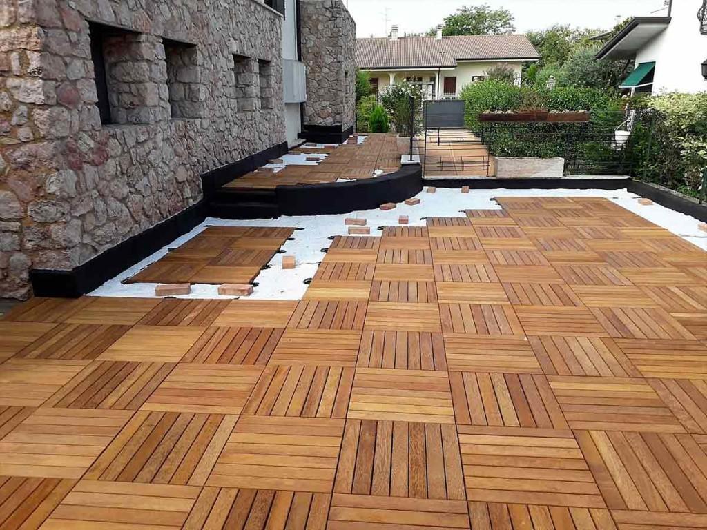 Posa di un pavimento in legno da esterno a zevio civer coperture edili - Pavimento in legno esterno ...