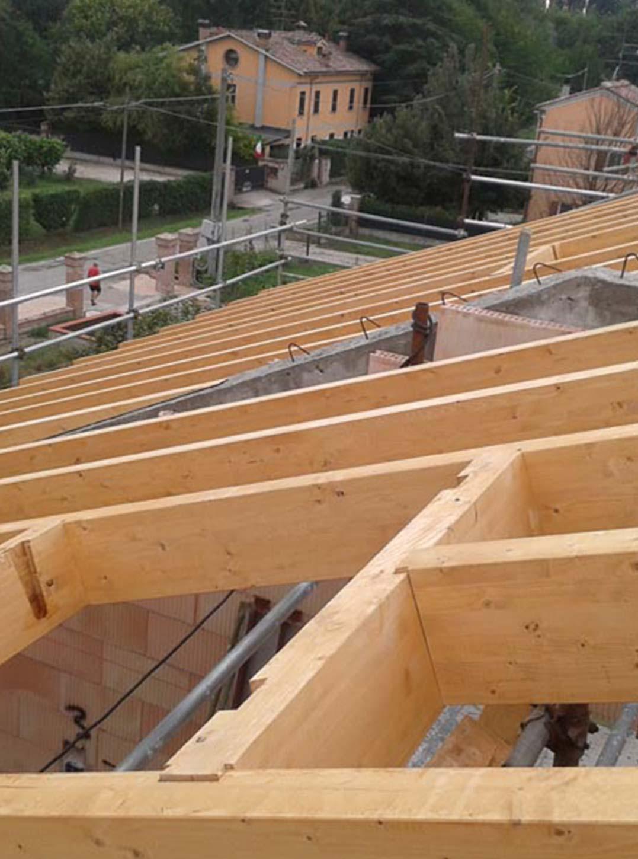 Realizziamo tetti in legno