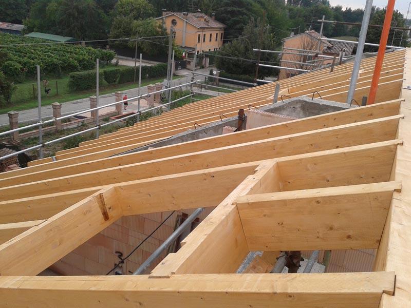 Ricostruzione di un tetto in legno