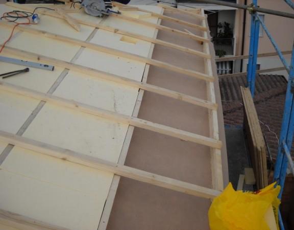 Costruzione tetto ventilato in legno
